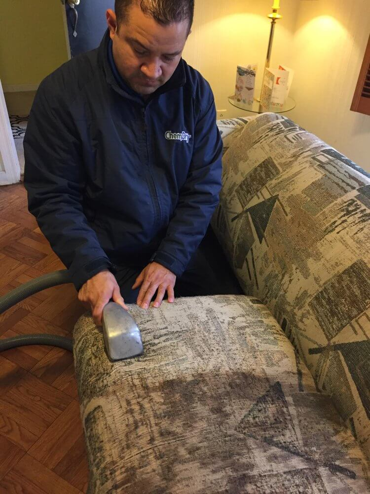 tech performing upholstery cleaning in mountainburg ar